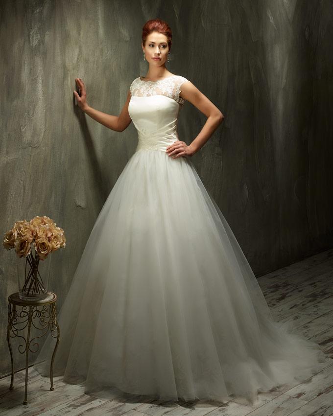 2a91fc3d5fc Popis  romantické tylové svatební šaty s krajkovými ramínky (možno i  odepnout)