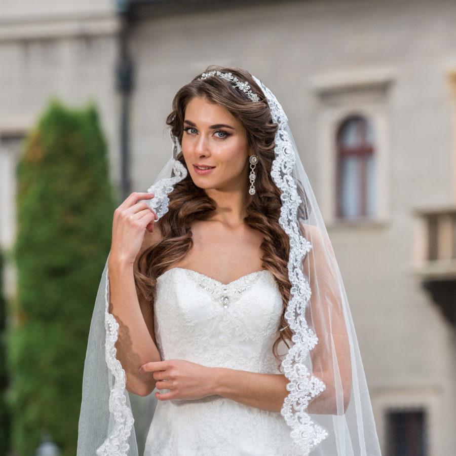 uzke_svatebni_saty